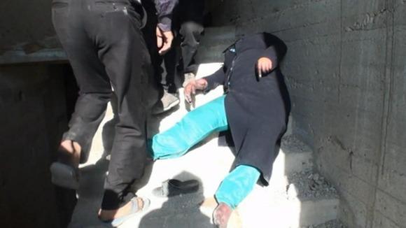 ผู้หญิงนอนตายที่บันใด