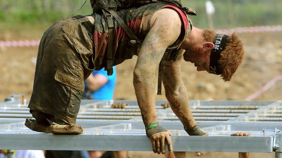 Double amputee soldier finishes incredible Spartan race图片