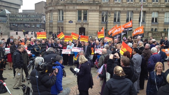Crowd gather to greet Ed Miliband in Birmingham