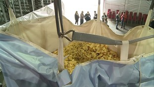 The bag of crisps is 760 cm x 380 cm holding a massive 1 tonne of crisps.