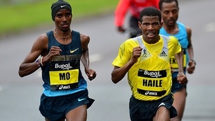 Mo Farah and Kenenisa Bekele battle it out for first position in the Great North Run.