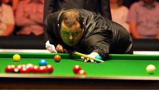 Stephen Lee playing snooker