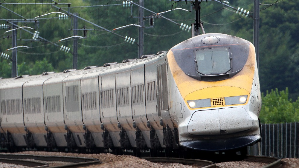 show topic travel from amsterdam london train