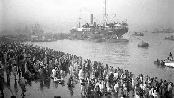Ships arriving at the Chandpal Ghat