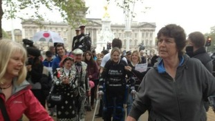 Claire reaches Buckingham Palace on the marathon route