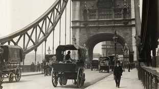 Traffic on Tower Bridge, 1905