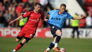 Former Tottenham Hotspur midfielder Dean Parrett has signed for Stevenage.