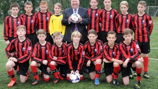 Mayor Joe Anderson with Cardinal Heenan Under 13s football team, who are taking part in the Hillsborough Cup