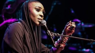 Laura Mvula has won the best female act gong at the 18th MOBO awards.