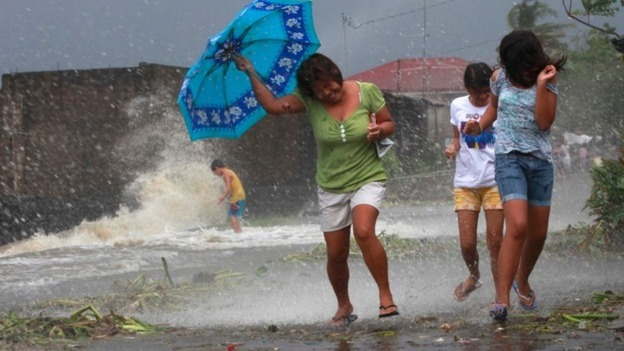 UK aid experts fly to Philippines after typhoon - ITV News