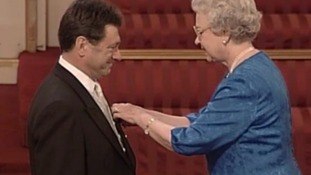 Alan Titchmarsh receiving his MBE in 1999.