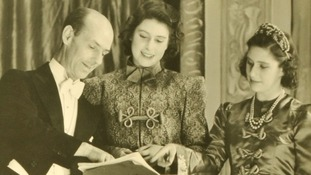 Queen treads the boards in wartime royal pantos