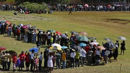 Estimated 100,000 see Mandela lying in state