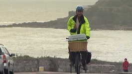 Actor takes pig on cycle challenge