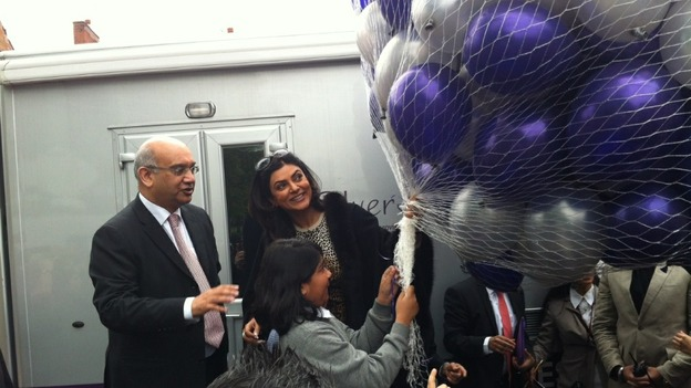 MP Keith Vaz and Sushmita Sen welcomed with ballons