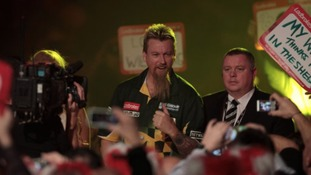 Simon Whitlock stands in Peter Wright's way.