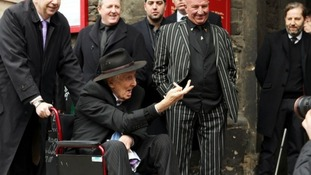 Ronnie Biggs stuck his fingers up to journalists as he attended the funeral of fellow Great Train Robber Bruce Reynolds last year.