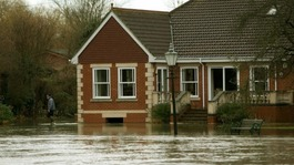 Residents along Thames prepare for more flooding