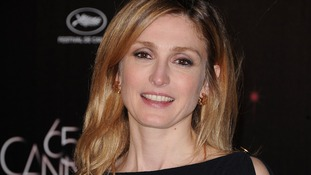 Actress Julie Gayet is reportedly set to launch legal proceedings against French magazine Closer.