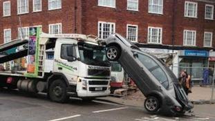 car falls off car transporter in southampton itv news. Black Bedroom Furniture Sets. Home Design Ideas