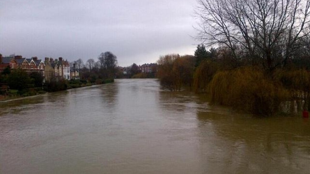 water levels continue to rise on the river severn