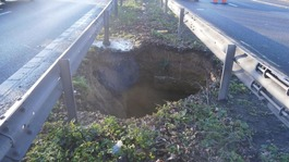 15ft hole in central reservation closes M2 in Kent