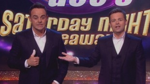 Ant McPartlin shows off his injury to the audience as Declan Donnelly explains all.