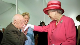 Mickey Rooney kisses the hand of the Queen during a garden party in 2007.
