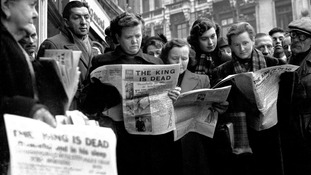 Crowds at Ludgate Circus as they read news of the death of King George VI