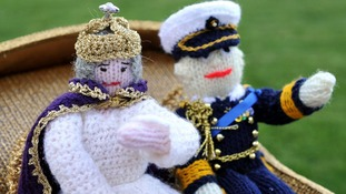 Knitted royal couple