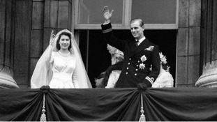 The Queen and Duke of Edinburgh appear on the balcony of Buckingham Place after their marriage