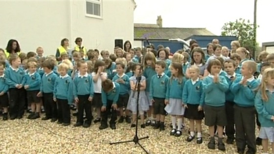 Children sing song