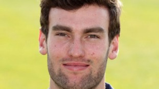Reece Topley has signed a new deal with Essex.