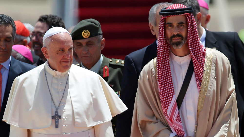 Matrimonio Catolico Y Musulman : Pope francis arrives in jordan for middle east visit itv