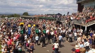 Huge Crowds For Jubilee Races