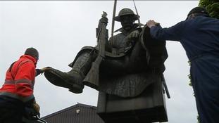 1101 statue