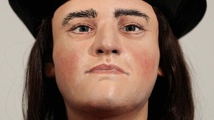 Richard III 'not a hunchback' say scientists after reconstruction of King's spine
