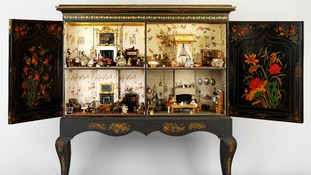 The Chinese-style cabinet is lavishly appointed with gilded wallpapers, a four-poster bed and servant dolls.
