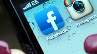 Facebook has added a new feature to its mobile app that can detect what music users are listening to and what TV shows people are watching.