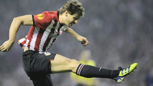 Fernando Llorente scoring a volley against Manchester United.