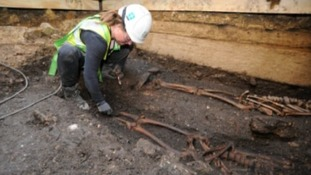 Murder in medieval Lincoln? Archeological dig reveals stab wound amongst ten buried skeletons!