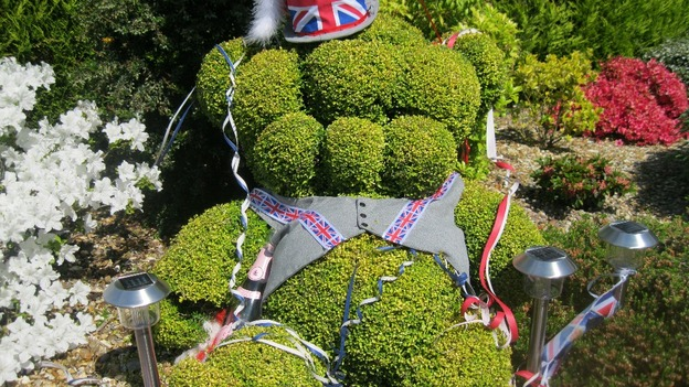 Even the hedges got the royal treatment