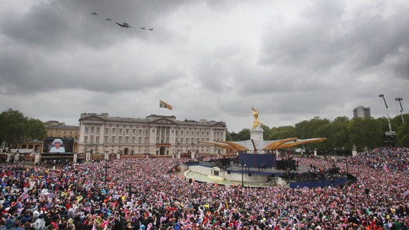The Diamond Jubilee flypast over Buckingham Palace