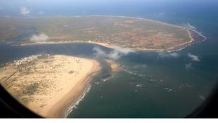 Unidentified gunmen attacked a coastal town in Lamu county.