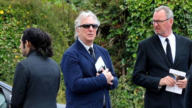 Family and friends mourn TV comedian Rik Mayall - ITV News