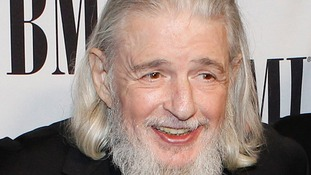 Lyricist Gerry Goffin has died aged 75, his ex-wife, singer Carole King has confirmed.