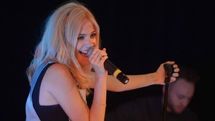 Singer Pixie Lott treated schoolchildren in Redditch to a special mini-show in honour of the school's 40th anniversary