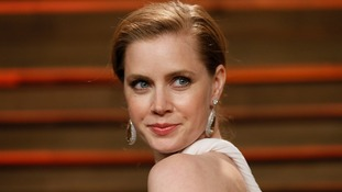 Actress Amy Adams gives up her first class seat to a US soldier