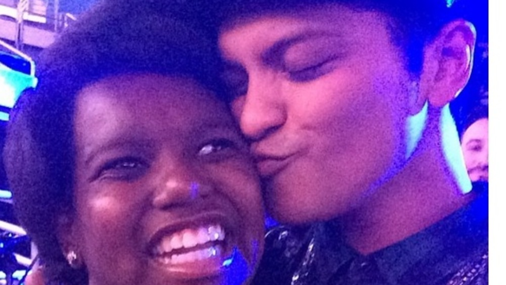 Bruno Mars serenades 11-year-old girl who came out of a ...