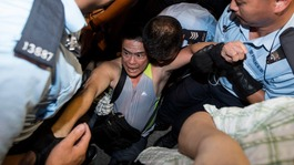 Police clash with Hong Kong democracy protestors